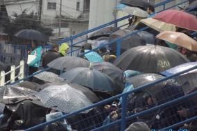 Ποια βροχή; Το ΔΑΚ ήταν γεμάτο! (pics)